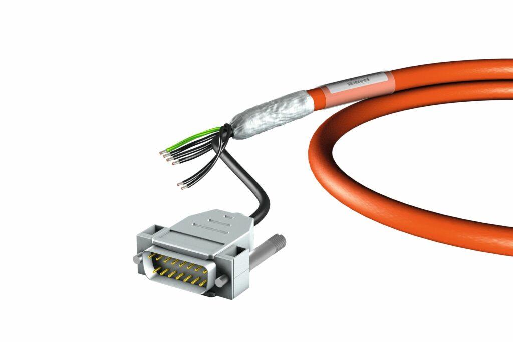 STÖBER hat seine One Cable Solution in Zusammenarbeit mit dem Encoder-Hersteller HEIDENHAIN weiterentwickelt.