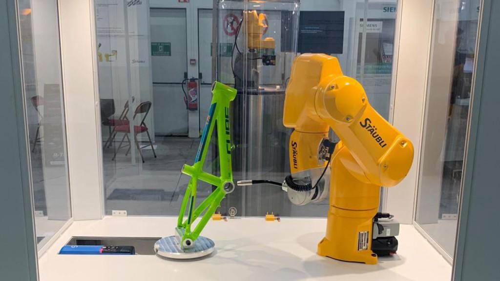 Stäubli amplia il campo d'impiego dei robot equipaggiati con assi di STOBER